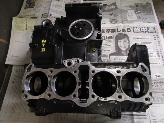 このZ1-Rのエンジンのボルト部の修理をします。
