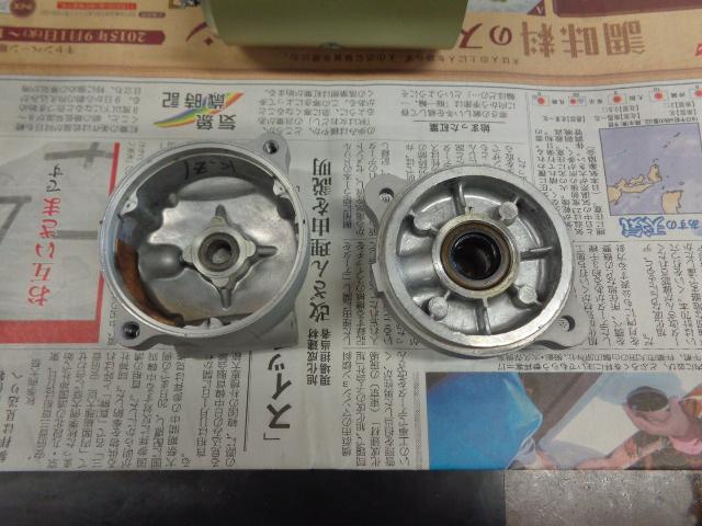 内部。内部の絶縁テープがはがれていたら接着します。