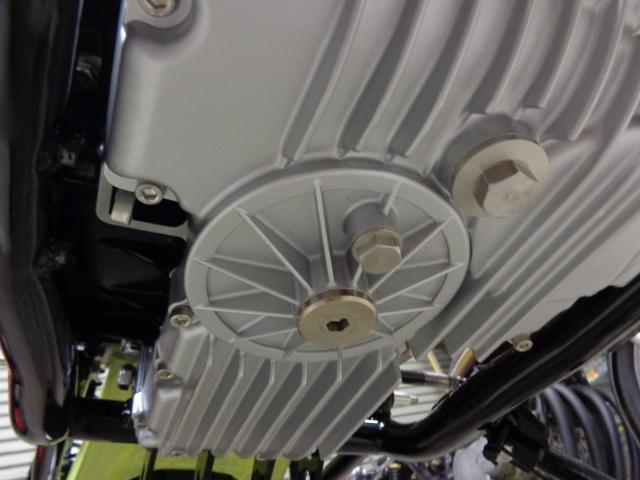 各部品を組み付け、エンジン下側の写真。
